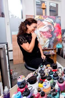 Susan Ruiter verwerkt de as van dieren in haar schilderijen na 1 april-oproep