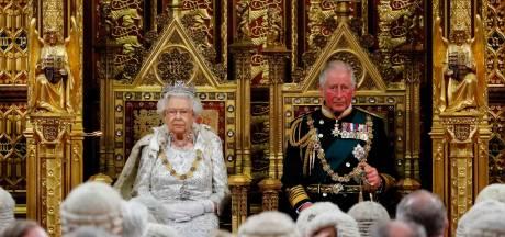 Koningin Elizabeth voor het eerst sinds overlijden Philip weer in het openbaar