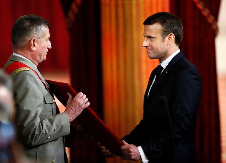 Macron ontving als president het Grootkruis van het Erelegioen. Beeld AP