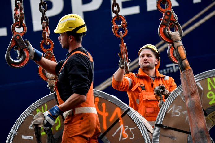 Illustration picture shows dock workers at NHS, a terminal operator and logistics company specialized in handling breakbulk cargoes and special loads in the port of Antwerp, Thursday 04 May 2017. BELGA PHOTO DIRK WAEM