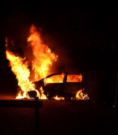 Auto in vlammen op bij zwemplas De Langspier in Boxtel