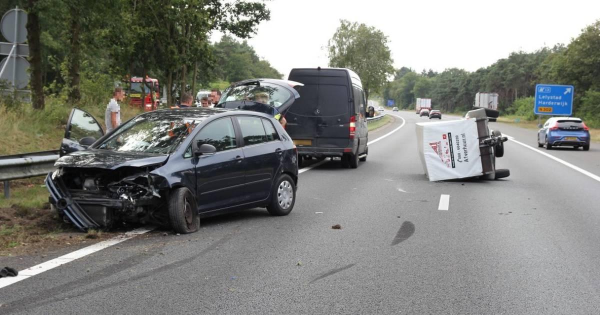 Rijbaan A28 dicht na ongeval, file van een uur tussen Elspeet en Harderwijk.