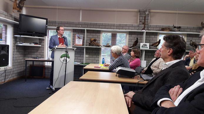 Gedeputeerde Johan van den Hout nam donderdagmiddag het plan van aanpak Geopark Peelhorst in ontvangst in Boekel.