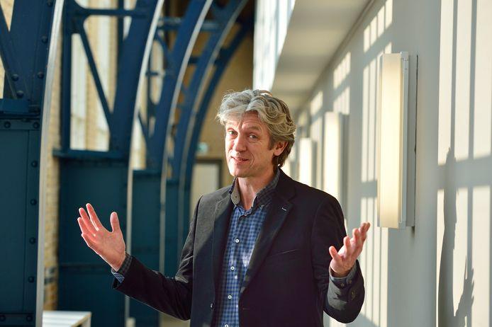 Ook van voormalig stadsdichter Ruud Broekhuizen staat werk in de bundel Negen stadsdichters van Gouda.