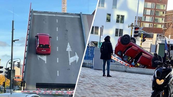 Ouders en kind (1,5) beleven schrik van hun leven wanneer hun auto van openstaande brug valt
