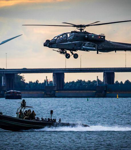 Op hol slaand vee door oefenvluchten helikopters Defensie, burgemeester gaat met klagende boeren in gesprek