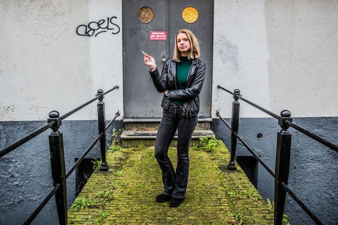 Rookverslaafde Charlotte Pelt doet aangifte tegen tabaksindustrie