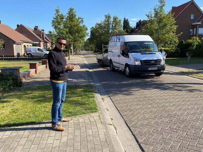 Tom Van Sichem was op post om het verkeer in de Leopold III-laan te tellen
