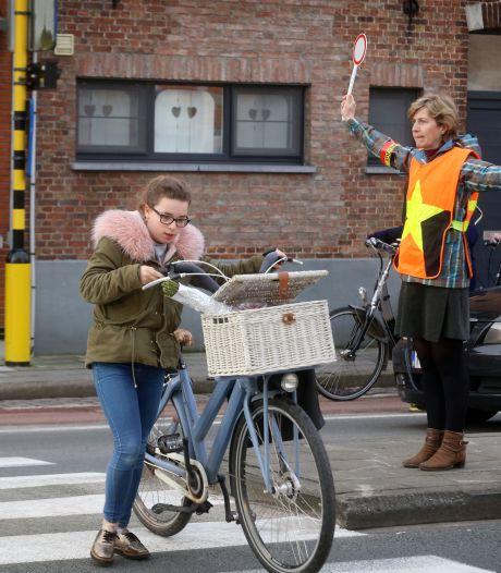 Vrachtwagens weren uit schoolomgevingen lukt in Brugge niet, al proberen ze 't wel met een charter