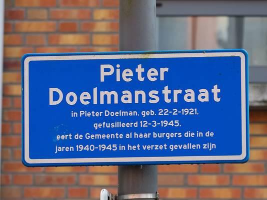 De vroegere Brugstraat in het Alphense centrum heet sinds 1957 Pieter Doelmanstraat.