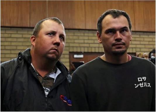 Beklaagden William Oosthuizen en Theo Jackson werden opgesloten omdat ze doodsbedreigingen kregen.