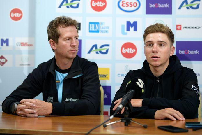 Verbrugghe vorig jaar in september naast Evenepoel tijdens een WK-persconferentie.