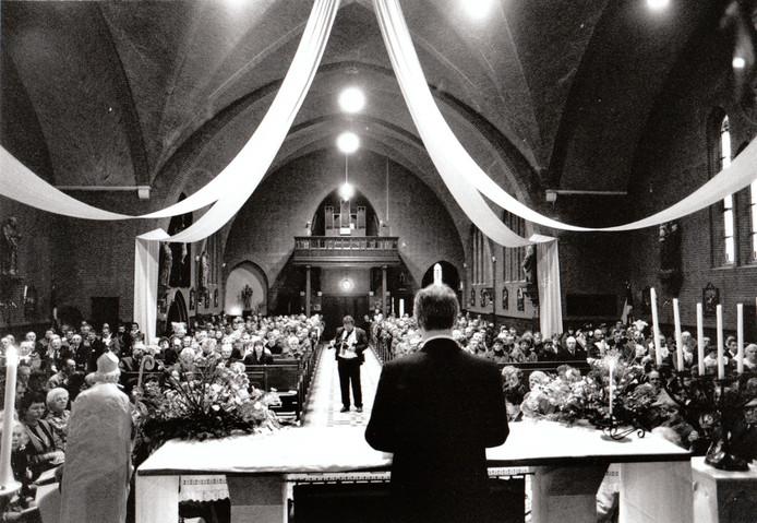 19 januari 1992: Burgemeester H. Jonker leidde de heilige mis waarmee de viering van het 700-jarig bestaan van Vessem, Knegsel en Wintelre ingeluid werd.