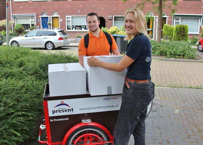 De zomerpakketen werden vorig jaar door studenten rondgebracht.