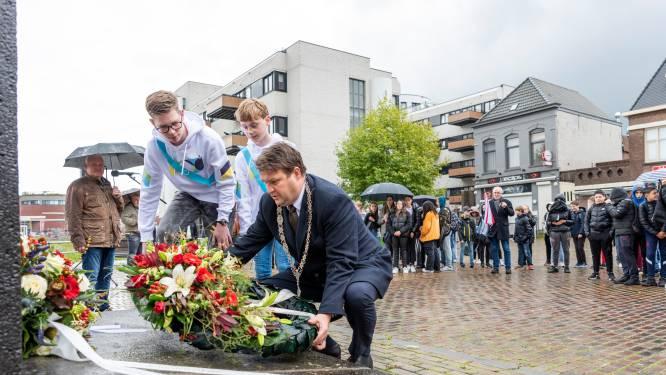 Honderd tweedeklassers staan stil bij bevrijding van Roosendaal: 'Vrijheid, jongelui, komt niet zomaar'