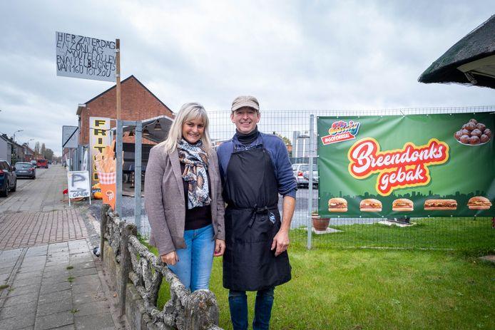 Foorkramers Alain Steenhuyzen en Anja Aelbrecht openen Breendonks Gebak dat oa.frieten en smoutebollen verkoopt