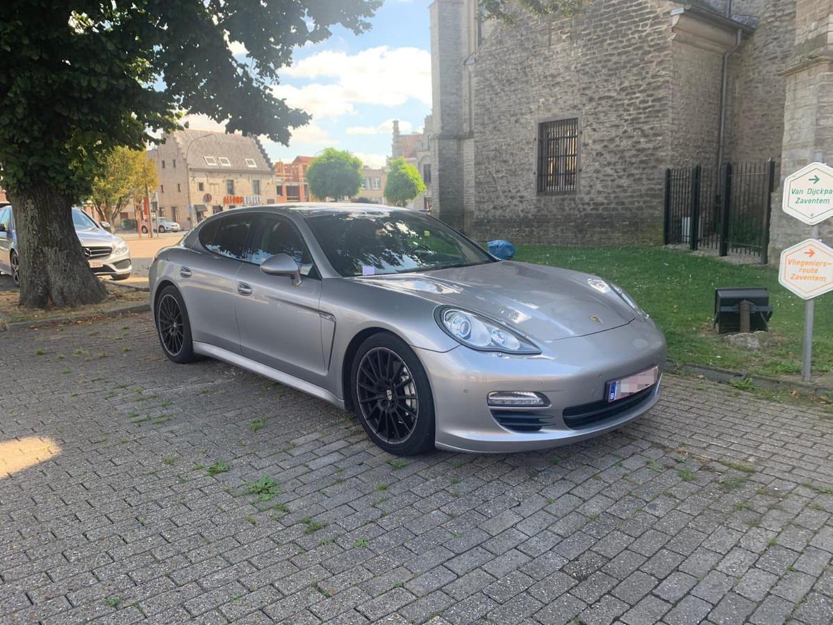 Porsche Panamera te koop voor 0,95 bitcoin.