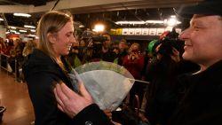 """Thuiskomst Elise Mertens zet Zaventem op stelten: """"En nu bekomen met de familie"""""""