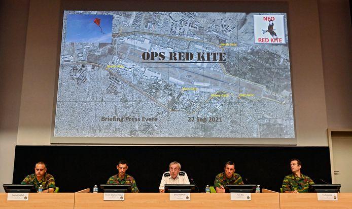"""Michel Hofman introduit la conférence de presse de la Défense sur les résultats de l'opération """"Red Kite"""" d'évacuation des civils d'Afghanistan."""
