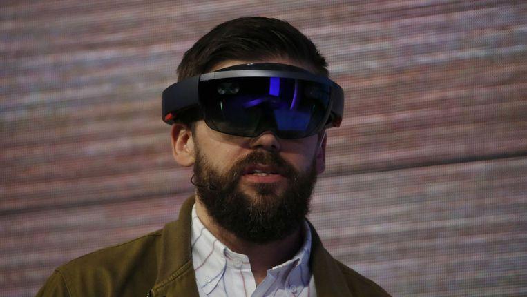 Microsoft's holografische bril HoloLens wordt gedemonstreerd op de ontwikkelaarsconferentie Build. Beeld afp
