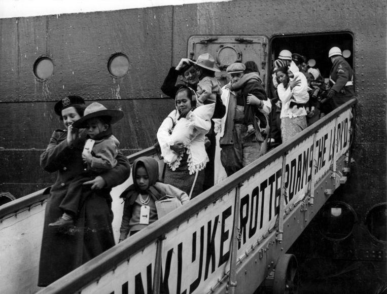 Repatriëring Ambonezen te Rotterdam, in maart 1951. Beeld Hollandse Hoogte / Spaarnestad Photo