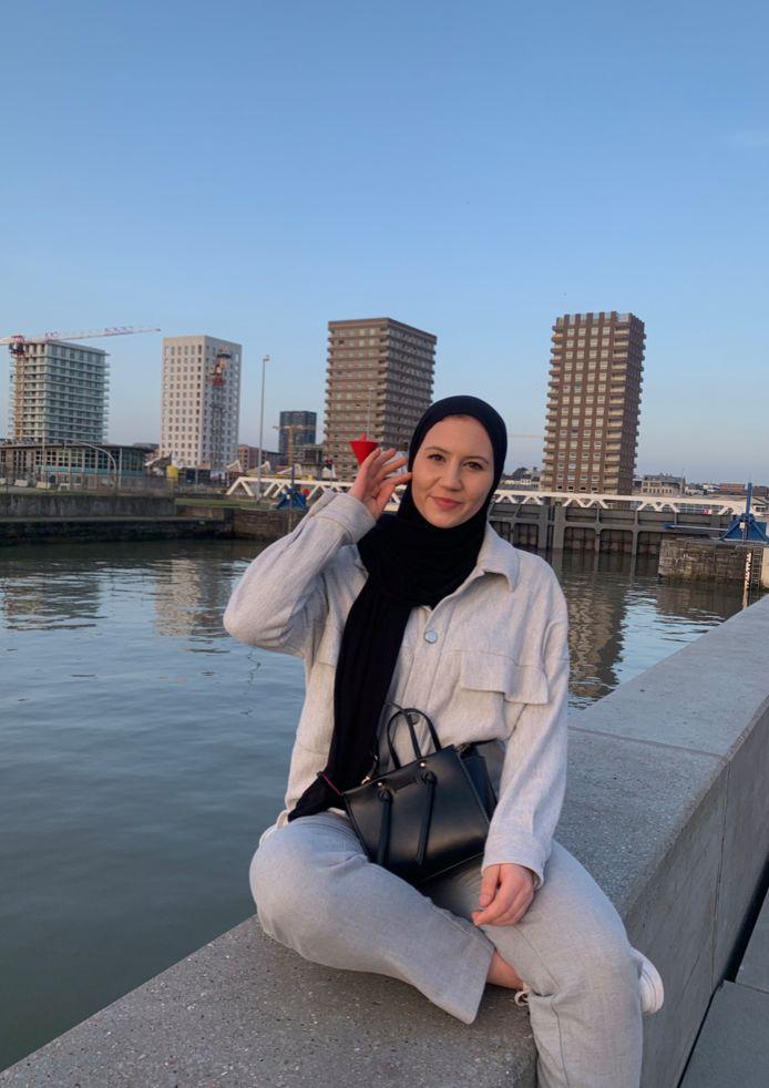 Fien De Smet (22) bekeerde zich begin dit jaar tot de Islam.