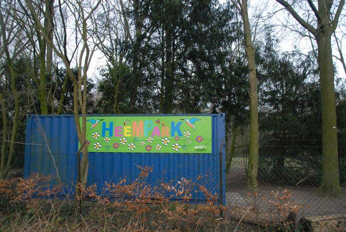 De ingang van het Heempark 's-Hertogenbosch is makkelijk te herkennen aan de blauwe container