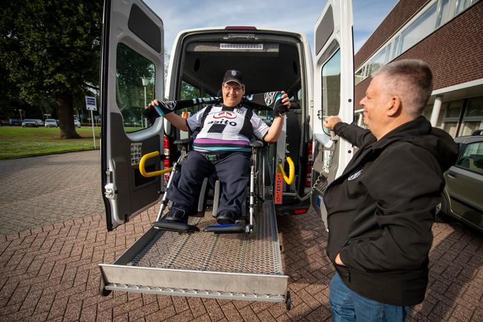 Ewald Waaijer met chauffeur Peter.