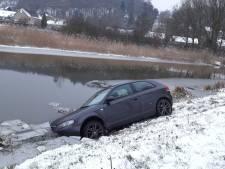 Auto raakt te water in Persingen