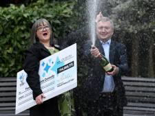 Des gagnants du jackpot EuroMillions donnent la moitié des 126 millions d'euros et continuent de travailler