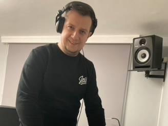"""DJ Onix mist zijn draaitafel en gaat zondag live vanuit 't Soulistje: """"Thuis veilig in je bubbel meefeesten"""""""