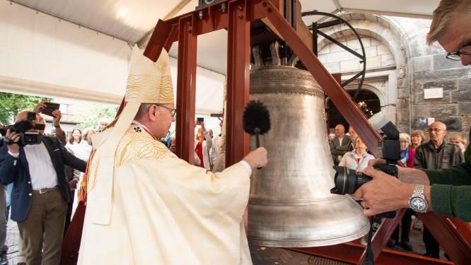 Besklok van Oldenzaalse basiliek ingezegd door kardinaal Eijk, het wachten is nu nog op de klepel