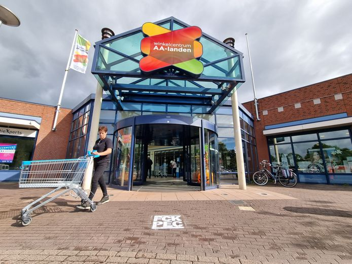 Kreet tegen PEC Zwolle bij winkelcentrum Aa-landen in Zwolle. Komend weekeinde wordt in Deventer de IJsselderby tussen Go Ahead Eagles en PEC Zwolle gespeeld.