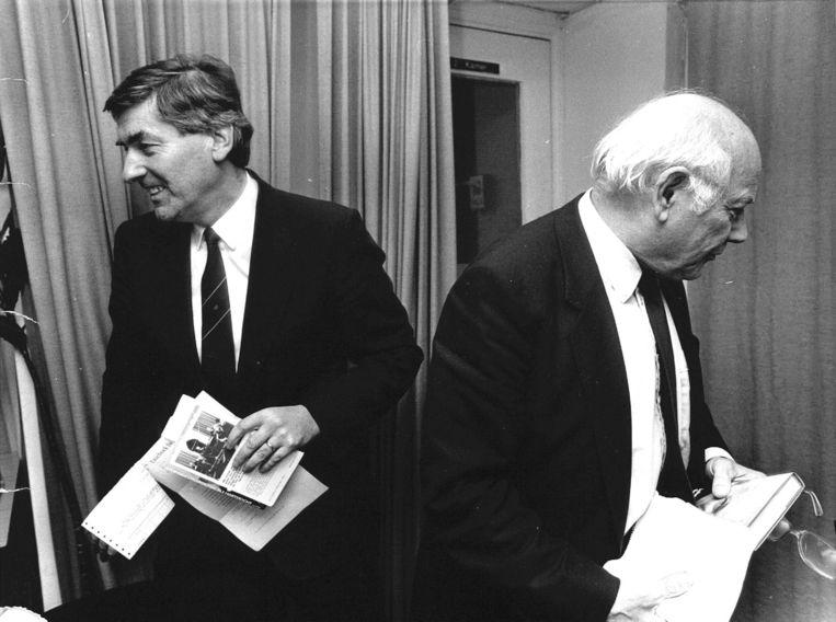 1986: Even stonden Lubbers en Den Uyl dicht bij elkaar en wel tijdens de overhandiging van het eerste exemplaar van het boek 'Joop den Uyl - Politiek als hartstocht'. Beeld ANP