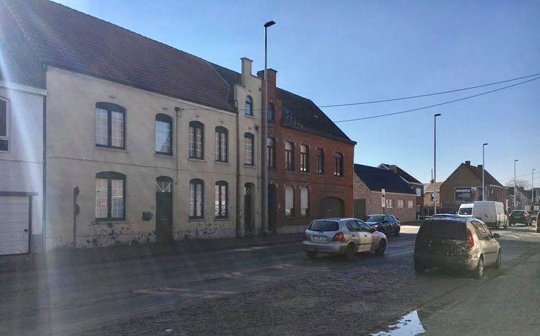 Verschillende huizen, de openbare weg en een geparkeerde wagen werden besmeurd.