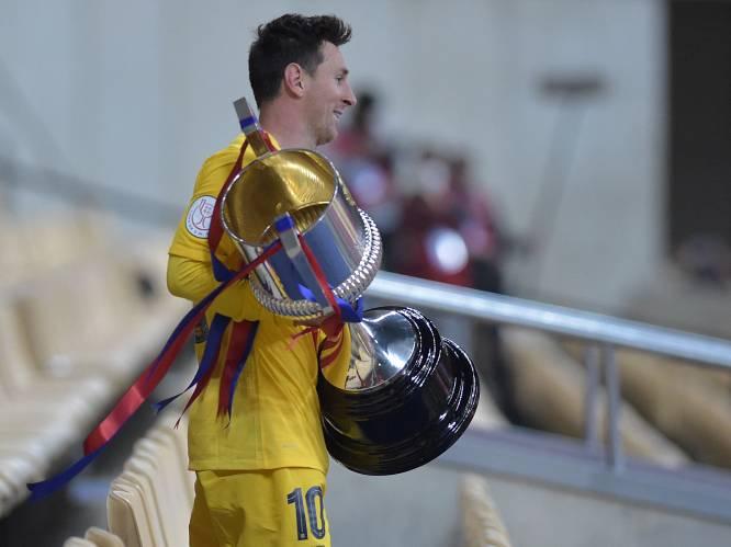 """Ploegmaats in de rij om met Lionel Messi op foto te gaan nadat hij Barça naar 31ste Copa leidde met fantastisch doelpunt: """"Dit is heel speciaal"""""""