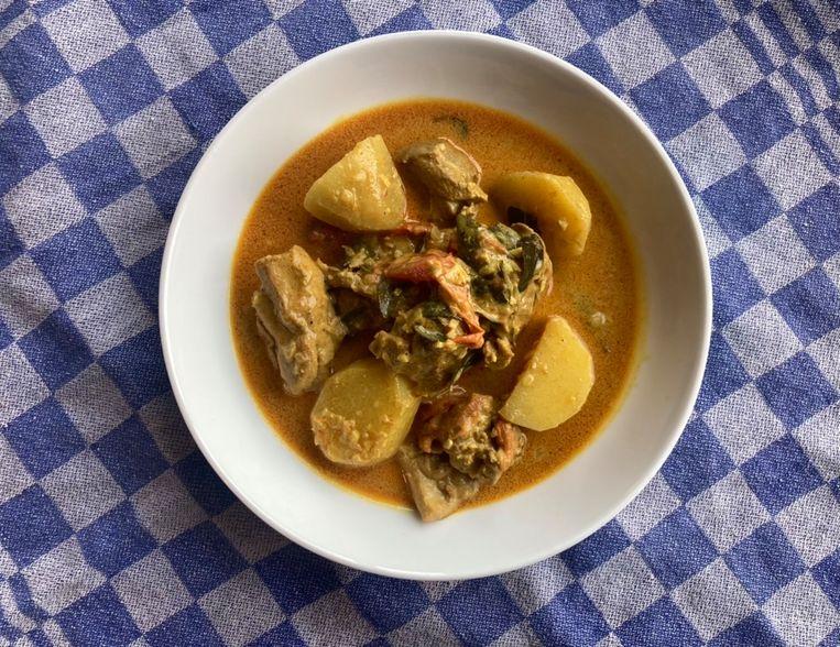 Maleisische curry met kip. Beeld Sake Slootweg
