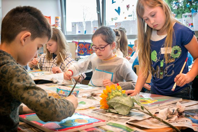 Basisschoolkinderen aan het schilderen. Foto: Joyce van Belkom/Pix4Profs
