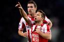 Dries Mertens brengt als speler van PSV een eerbetoon aan zijn verlamd geraakte oud-ploeggenoot Mihai Nesu.