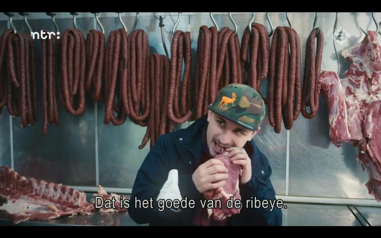 Kosovaar Hero zweert bij rauw vlees. Beeld
