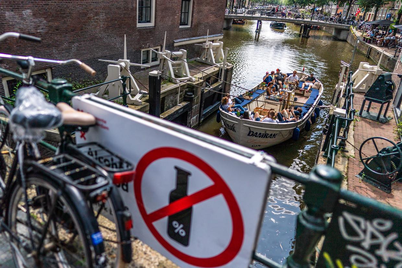Op de Zeedijk in Amsterdam.