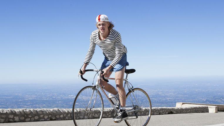 Martijn Lakemeier als de jonge Peter in de film Ventoux, tijdens de beklimming van de Mont Ventoux. Beeld