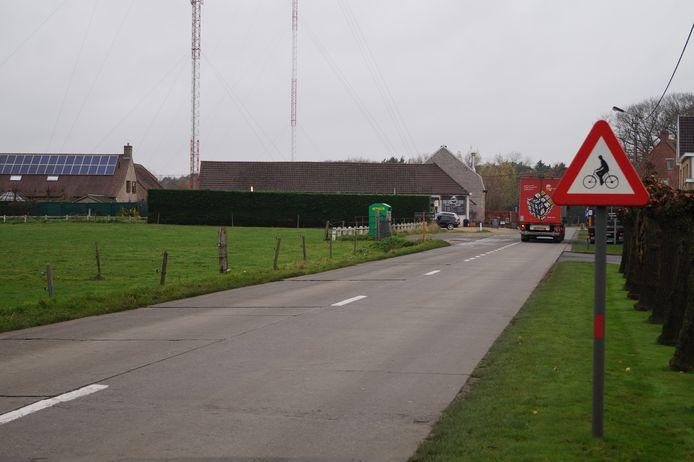 Wie van Ruiselede naar Beernem wil met de fiets, moet het langs een groot deel van het traject zonder fietspad doen. Daar komt verandering in.