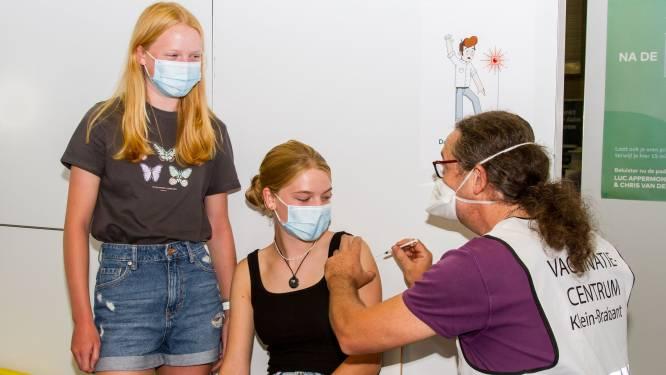 """Laatste tieners krijgen prik in vaccinatiecentrum Klein-Brabant: """"Vanaf volgende week werken we met kleiner vaccinatiepunt"""""""