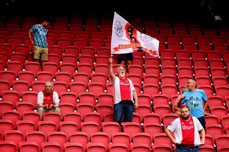 Ajaxsupporters in de Johan Cruijff Arena. Beeld Hollandse Hoogte /  ANP