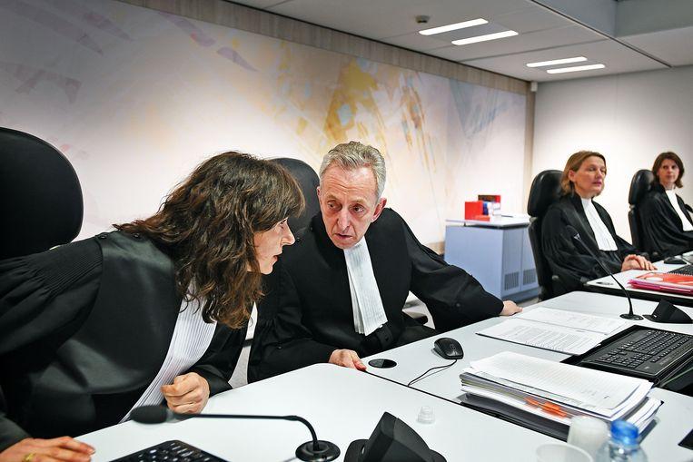 De rechters van het Holleederproces tijdens een zitting in De Bunker op 5 februari 2018. In het midden rechtbankvoorzitter Frank Wieland. Beeld Guus Dubbelman / de Volkskrant
