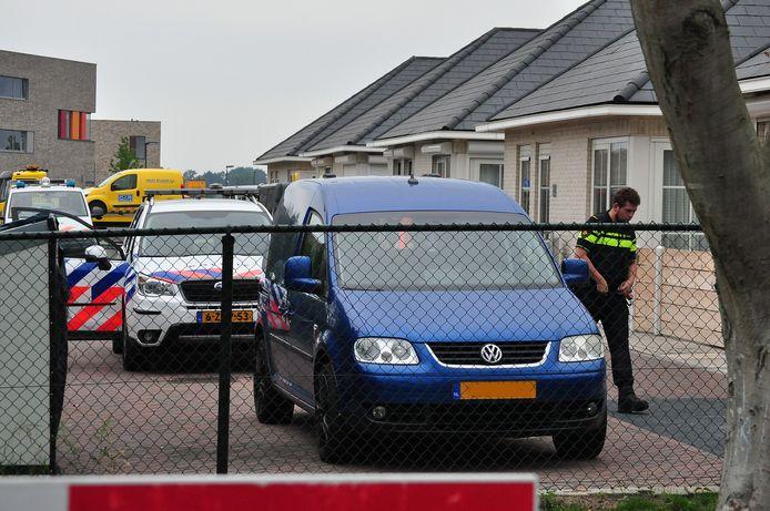 In Waalwijk wordt bij de inval aan de Villa Gagel een auto in beslag genomen.