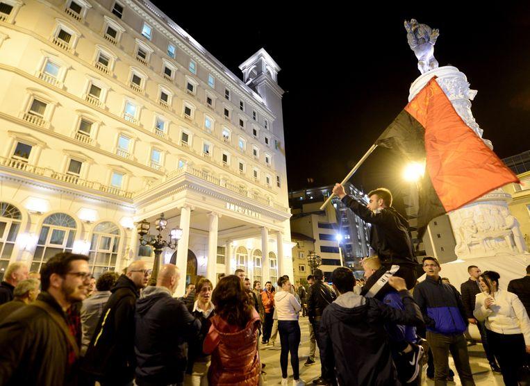 Aanhangers van de oppositiepartij VMRO-DPMNE vieren de resultaten van de eerste ronde in Skopje.