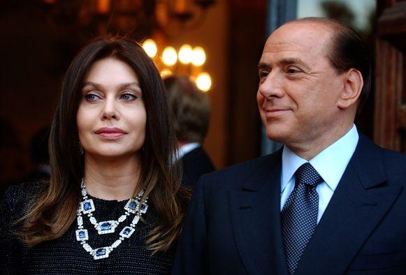 In 2009 verliet Lario de mediamagnaat en politicus na een seksschandaal.