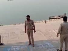 Scènes d'horreur en Inde: un filet placé en travers du Gange pour repêcher des morts de la Covid-19